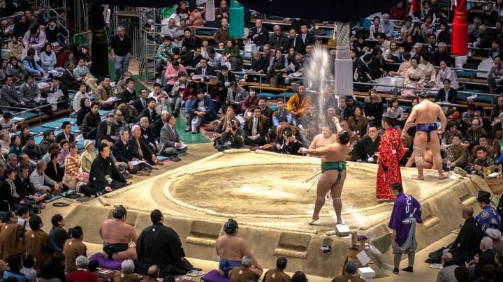Tournoi de Sumo à Osaka, Japon.