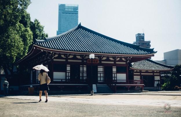 temple et gratte-ciel