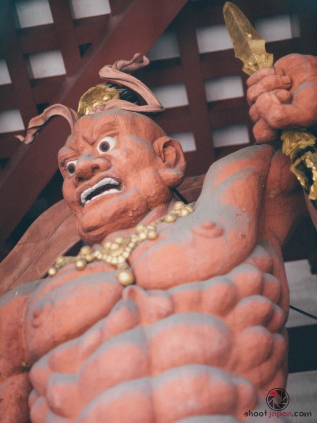 statue temple buste
