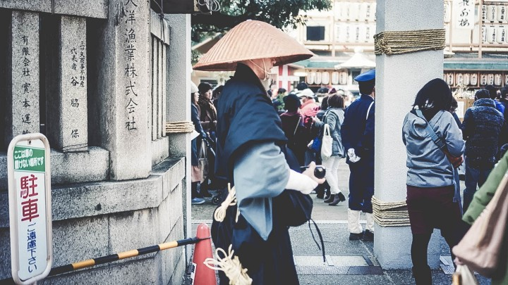 Osaka temple monk pretre